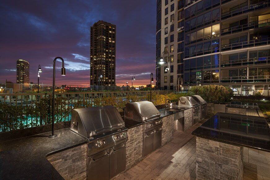 Best apartment search site in Chicago - Kingsbury Plaza